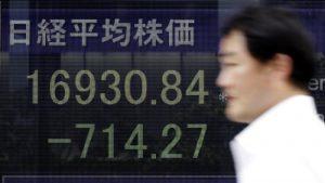 I timori per l'economia cinese affondano la Borsa di Tokyo
